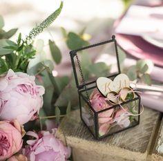 author: Decoris Wedding Collection  https://www.facebook.com/decorisweddingcollection/photos/a.405212022889861.94847.405187249559005/1334427356634985/?type=3&permPage=1 wedding rings box