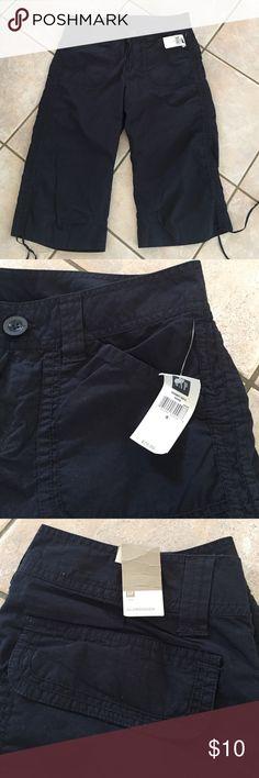 Nwt gap capris Dark navy Capri clam diggers with string tie bottoms. GAP Pants Capris