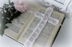 #Crochet Cross Bookmark, Free #Vintage Pattern @olgalacycrochet