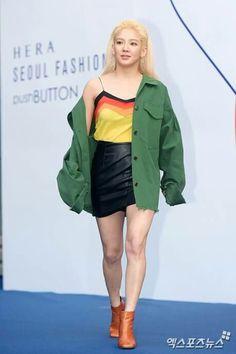 290317 Tiffany, Hyoyeon & Seohyun on Push Button Hera Fashion Week