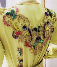 Jewels and neons Beaded Embroidery, Hand Embroidery, Embroidery Designs, Diy Lace Ribbon Flowers, Indian Designer Suits, Beaded Jacket, Moroccan Caftan, Indian Couture, Princess Style