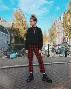 Super Classy & Trendy Outfit Inspirations To Wear This Year « Dr Martens Outfit, Outfits With Doc Martens, Dr Martens Style, Lässigen Jeans, Casual Jeans, Looks Style, Looks Cool, Trendy Outfits, Cute Outfits