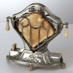 Vintage Toaster (via Art Deco Art Nouveau) Art Nouveau, Vintage Toaster, Electric Toaster, Retro Vintage, Vintage Items, Vintage Stuff, Antique Items, Antique Dressers, Cool Vintage