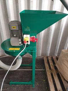 hammer crusher for grinding various kinds of materials, grain, sawdust, shavings, air transport Grinding, Bonsai, Grains, Ribbons, Seeds, Korn, String Garden