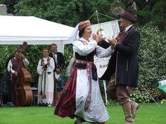 Lithuanian Folk Costumes: Lithuanian Peasant Dress