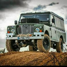 Land Rover 109 Serie III soft top canvas in highline life.  Lobezno
