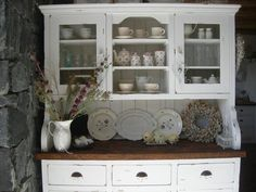 La Petite Anne: Kredence a příborníky po babičce Diy Kitchen Storage, China Cabinet, House, Furniture, Dressers, Home Decor, Cabinets, Album, Blog