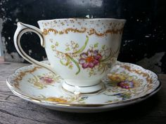 Vintage Royal Albert tea cup and saucer un-named pattern made between 1925-1927