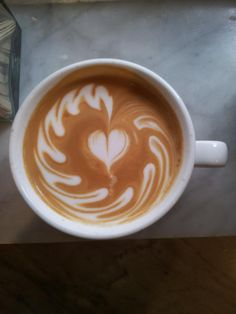 Great ways to make authentic Italian coffee and understand the Italian culture of espresso cappuccino and more! Coffee Latte Art, Coffee Blog, Coffee Pods, I Love Coffee, Best Coffee, My Coffee, Nitro Coffee, Coffee Break, Best Espresso