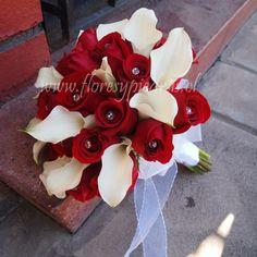 Clásico y elegante.... Hermoso ramo de rosas rojas con cristales y mini calas blancas. Diseño Flores y Piedras www.floresypiedras.cl