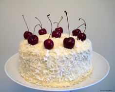 The best coconut cake in the world - La mejor tarta de coco del mundo - Sweet Pepitas Cake Recipes, Dessert Recipes, Desserts, Peruvian Recipes, Cream Cheese Recipes, Homemade Cakes, Cakes And More, Food Humor, Cute Cakes