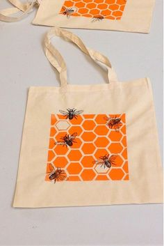 Learn to Screen Print a Tote Bag at Slamseys - honeycomb and vintage bee screenprint