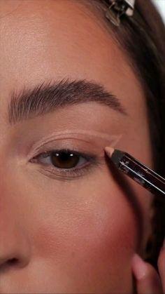 Edgy Makeup, Eye Makeup Art, Simple Makeup, Skin Makeup, Eyeshadow Looks, Eyeshadow Makeup, Eye Makeup Designs, Creative Eye Makeup, Pinterest Makeup
