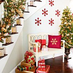 Christmas Decorating Ideas: 10 Fun Ways to Decorate Stairs | Decorating Files | #christmasdecoratingideas #decoratingstairs