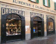 Fratelli Ciapponi, P.zza 3 Novembre -  Morbegno - Sondrio  An historical shop that sell Valtellina delicious products. Excellent selection of cheeses, where to find Bitto forms from ten to fifteen years aged.