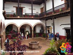 RECORRIENDO MICHOACÁN. En el pueblo mágico de Pátzcuaro está la Casa de los Once Patios. Este edificio fue el convento de Santa Catarina, de las monjas Dominicas; sus puertas son dos arcos que le reciben para que en su interior pueda ver la elaboración, exposición y venta de las artesanías de este lugar. No puede dejar de conocer este interesante lugar durante su próxima visita a Michoacán. HOTEL FLORENCIA REGENCY http://www.florenciaregency.mx/