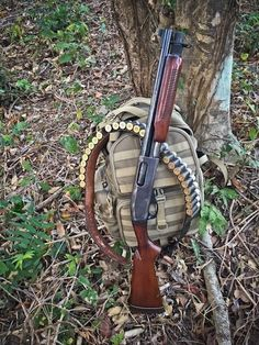 Old-school tactical Remington 870 SBS Military Weapons, Weapons Guns, Guns And Ammo, Tactical Shotgun, Tactical Gear, Remington 870 Tactical, Combat Shotgun, Weapon Concept Art, Hunting Rifles