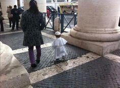 """""""A little Pope in St. Peter's Square"""" -- And the little dress Pope conquers the web"""