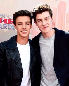 Cameron Dallas and Shawn Mendes. Shawn Mendes, 'Cameron Dallas is my boyfriend,' from Magcon. Shawn Mendes Lindo, Shawn Mendes Quotes, Shawn Mendes Imagines, Magcon Family, Magcon Boys, Cam Dallas, Shawn Mendes Cameron Dallas, Shawn Mendes Family, Dallas Taylor