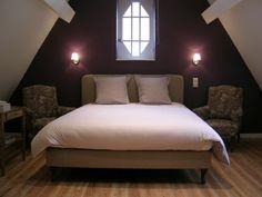 Aubergine kleuren geven een romantische look aan de slaapkamer More