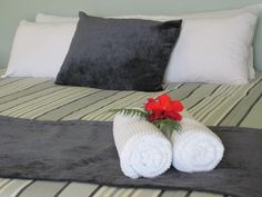 Fresh Flowers and beautiful linen. Cove View Rooms @KIngfishLodgeNZ