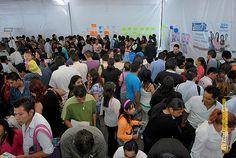 Nezahualcóyotl, Méx. 15 Mayo 2013. Aspecto durante la 1ª Feria Municipal del Empleo efectuada en la explanada Municipal.