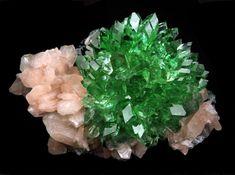 Apophyllite verte sur Stilbite rose. Inde Photo Superb Minerals India
