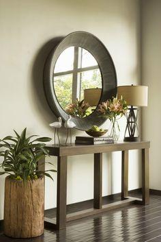 Консоль в прихожей может стать отличной заменой стандартному набору мебели. Кроме того, выглядит она гораздо симпатичнее привычных громоздких комодов. Мы подобрали для вас 15 интерьеров прихожих с кон...