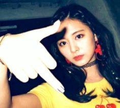 Nayeon, Meme Pictures, Reaction Pictures, Kpop Girl Groups, Kpop Girls, Tzuyu Body, Twice Photoshoot, Crazy Women, Creepy Guy