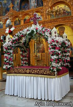 Church Altar Decorations, Orthodox Easter, Church Flowers, Flower Crafts, Christmas Tree, Iglesias, Holiday Decor, Ephemera, Alcohol