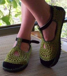 These shoes are crocheted with cotton yarn on pieces of suede, and then glued on a 10 mm EVA foam rubber outsole (also cut and polished by hand). The strap and the buckle are hand sewn