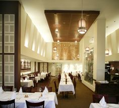 Restaurant Le Taj à Montréal Le Taj, Construction, Restaurant, Projects, Building, Twist Restaurant, Diner Restaurant, Restaurants, Dining Rooms