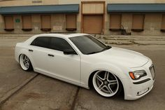 Ten of the Greatest American Muscle Cars - 6. Chrylser 300 SRT8.