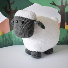 Brenda the Sheep - Knitting Patterns at Makerist Baby Knitting Patterns, Tea Cosy Knitting Pattern, Hand Sewing Projects, Knitting Projects, Bed Runner, Boucle Yarn, Aran Weight Yarn, Knitted Animals, Paintbox Yarn