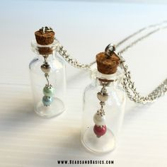Creative and Great Glass bottle - Make the necklace bottle of needs Distinctive and Inventive Glass Bottle. Diy Jewelry To Sell, Diy Jewelry Making, Cute Jewelry, Boho Jewelry, Beaded Jewelry, Jewelery, Bottle Jewelry, Bottle Charms, Mini Glass Bottles
