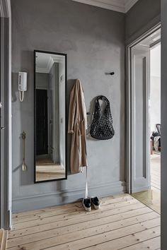 Grey hallway with textured walls hallway entrance greywalls texturedwalls 4644405853262613 Hallway Decorating, Entryway Decor, Interior Decorating, Bedroom Decor, Decorating Ideas, Grey Hallway, Decoration Entree, Hallway Flooring, Grey Furniture