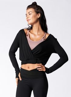 Walk into the studio with a brand new yoga outfit. Stretch, move and twist in comfort with yoga clothes for women. Womens Workout Outfits, Sporty Outfits, Athletic Outfits, Yoga Fashion, Sport Fashion, Fitness Fashion, Workout Attire, Workout Wear, Yoga Pants Outfit