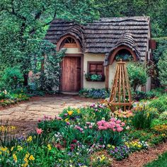 This is a Storybook looking Little Digs that is so picturesque & Charming.