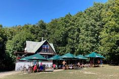 Výlet na Biely kríž v Malých Karpatoch - horská chata Klinec