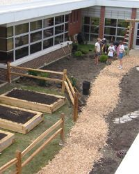 nice blog about school gardens. I seriously WISH this could happen in our school district!!