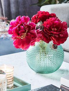 Blumen Verschönen Nicht Nur Unser Zuhause, Sondern Dienen Oft Auch Als  Zeichen Der Liebe Und Der Freundschaft. Stilvolle Vasen Und Übertöpfe  Gehören Zum ...