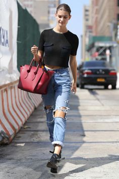 40 Amazing Baggy Jeans Outfit Ideas - black textured crop top worn with ripped baggy denim + black sneakers and an oversized red leather tote