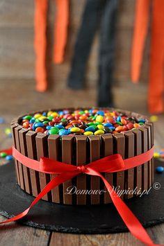 Tort z KitKat i M&M's
