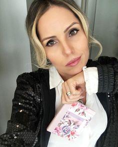Make de hoje... Toda de @marykaybrasil {} Usei e amei a paleta de sombras da colação da @marykaybrasil em parceria com a @patriciabonaldi {} Batom: cor Subtly You  #intothegarden #marykay #chriscastro #makeup #make #makeupoftheday #makeupdujour #makeuptips #makeupaddict #hilo #instaglam #picoftheday #dujour #galery #instalook #girisbioggers #instalike