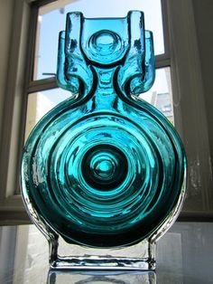 Riikimaki Glass Art. Is it just me or does this look like the Star Trek Enterprise? Love it!
