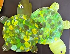 PAINTED PAPER: Under the Sea with Picasso and Me- Turtles and Tints. Art craft for March - could be a different animal, doesn't have to be a turtle. Under The Sea Crafts, Under The Sea Theme, Tapas, Kindergarten Art, Preschool Crafts, Toddler Crafts, Crafts For Kids, Reptiles Et Amphibiens, Amphibians