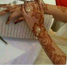Latest Henna Designs, Arabic Henna Designs, Modern Mehndi Designs, Beautiful Henna Designs, Mehndi Designs For Hands, Khafif Mehndi Design, Heena Design, Bridal Mehndi Designs, Mehendhi Designs