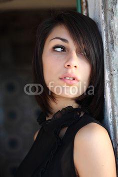 Ritratto di ragazza in nero