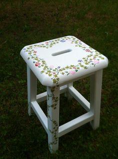 Taburete reciclado Stool, Furniture, Home Decor, Stools, Upcycling, Homemade Home Decor, Home Furnishings, Chair, Decoration Home
