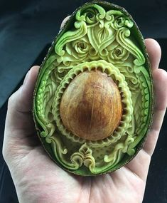 Fruit Carving Designs That Will Leave You Mesmerized Enjoy Curated Just For Fun and Sharing! beautiful fruit carving in an avocado - Forget pumpkin carving, the fruit carving trend is where it's at. It's grown in popularity over the years and the results Food Carving, Pumpkin Carving, Cute Food, Yummy Food, Healthy Food, Avocado Art, Avocado Food, Avocado Rice, Ripe Avocado